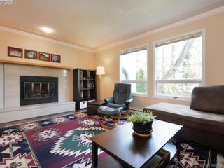 Photo 4: 1720 Leighton Rd in VICTORIA: Vi Jubilee Row/Townhouse for sale (Victoria)  : MLS®# 785183