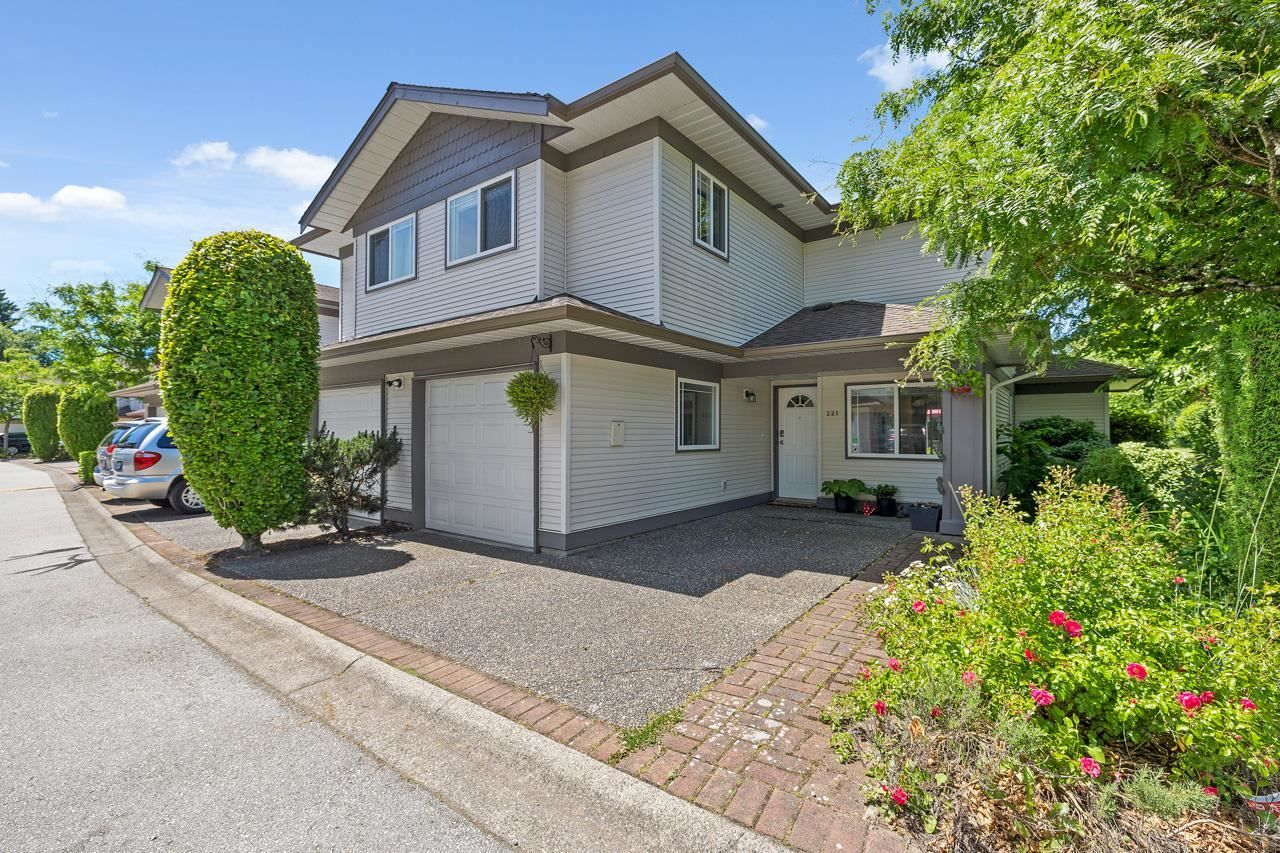 """Main Photo: 221 16233 82 Avenue in Surrey: Fleetwood Tynehead Townhouse for sale in """"The Orchards"""" : MLS®# R2593333"""