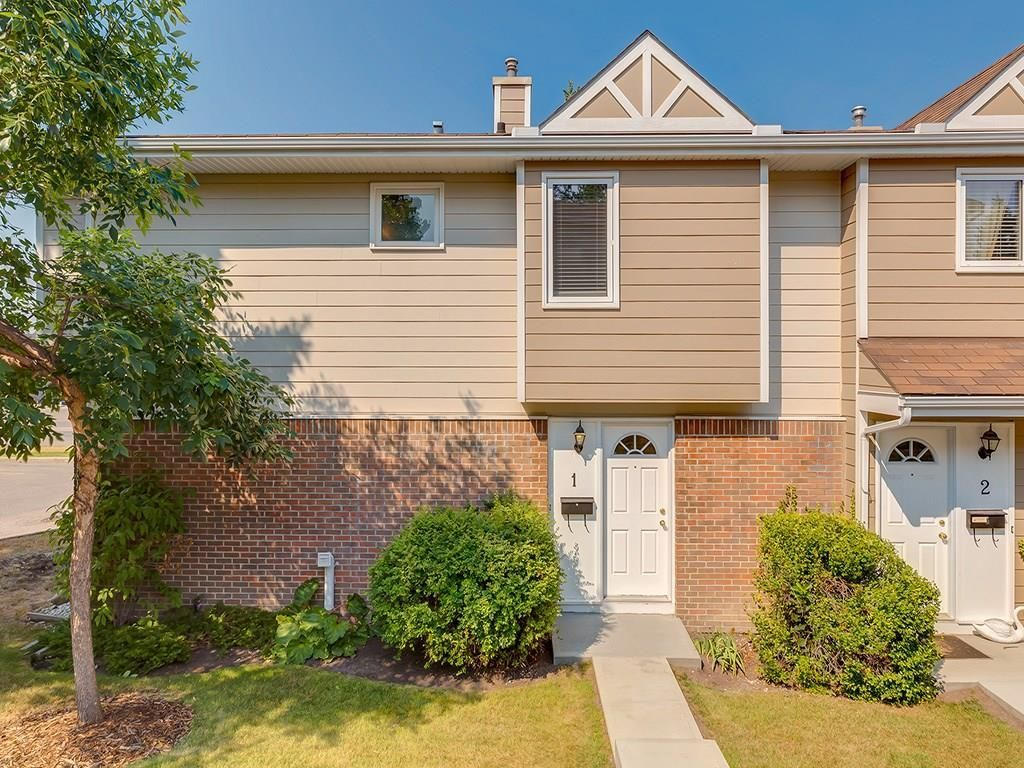 Main Photo: 1 3620 51 Street SW in Calgary: Glenbrook Row/Townhouse for sale : MLS®# C4198558