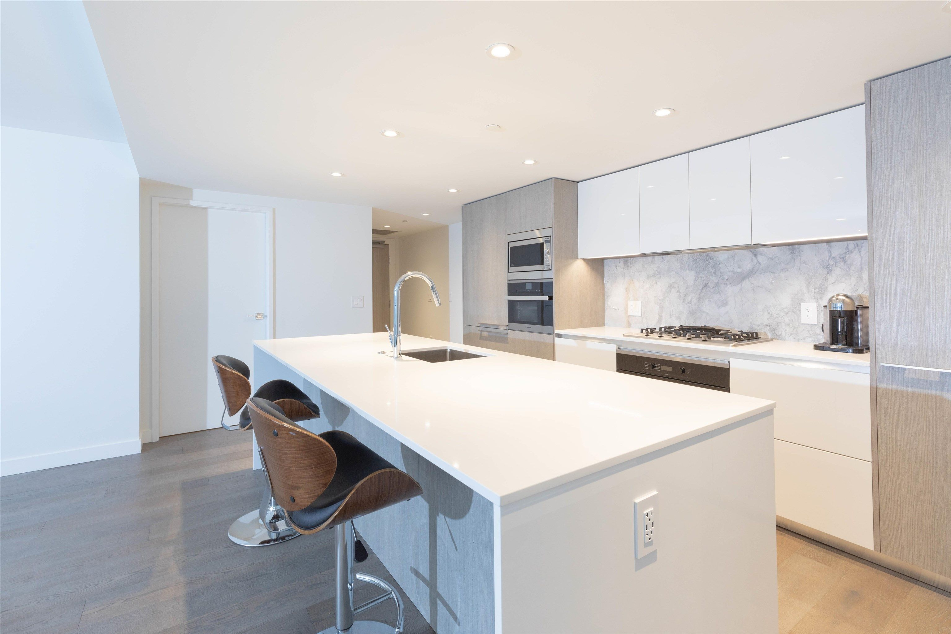 Main Photo: 1304 1111 RICHARDS Street in Vancouver: Yaletown Condo for sale (Vancouver West)  : MLS®# R2625430