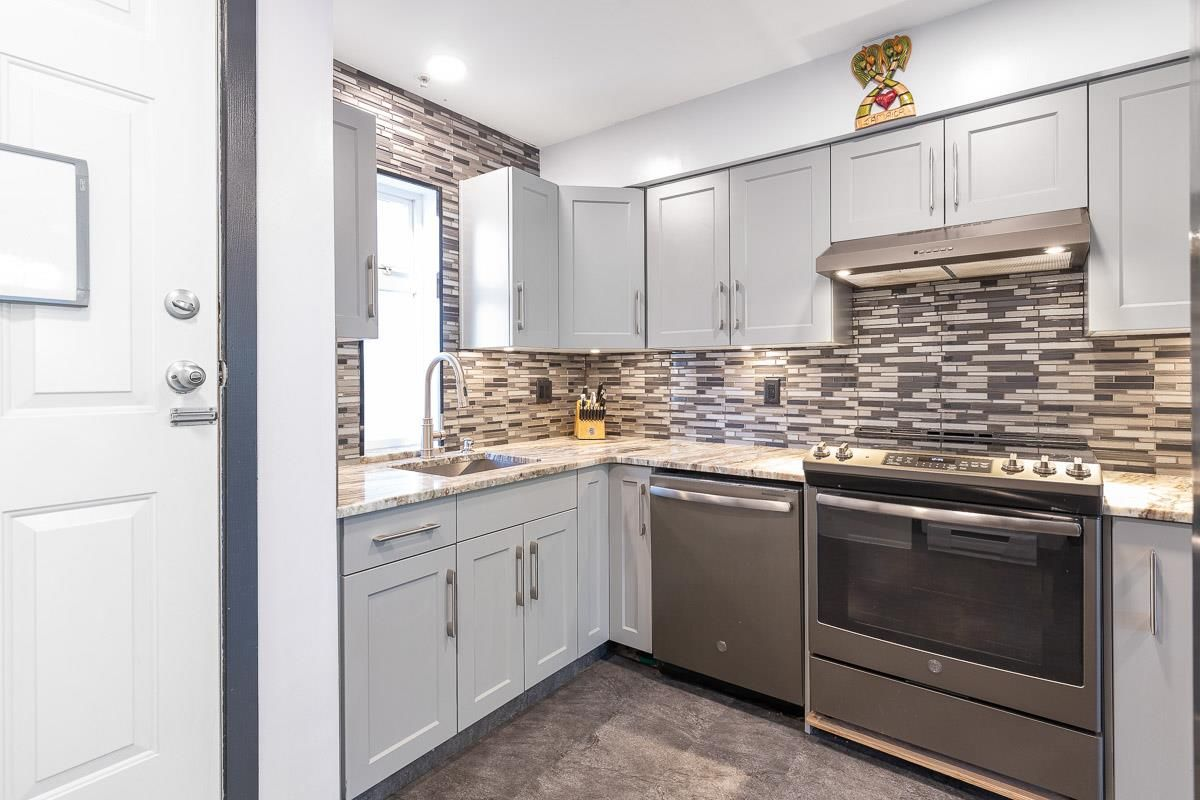 "Main Photo: 104 1570 PRAIRIE Avenue in Port Coquitlam: Glenwood PQ Townhouse for sale in ""Violas"" : MLS®# R2567923"