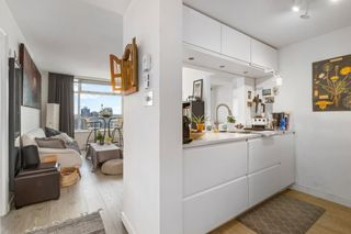 """Photo 8: 2208 438 SEYMOUR Street in Vancouver: Downtown VW Condo for sale in """"Conference Plaza"""" (Vancouver West)  : MLS®# R2610760"""