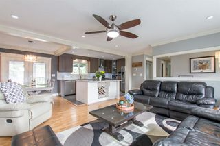 "Photo 3: 3182 RAE Street in Port Coquitlam: Riverwood House for sale in ""BROOKSIDE MEADOWS"" : MLS®# R2408399"