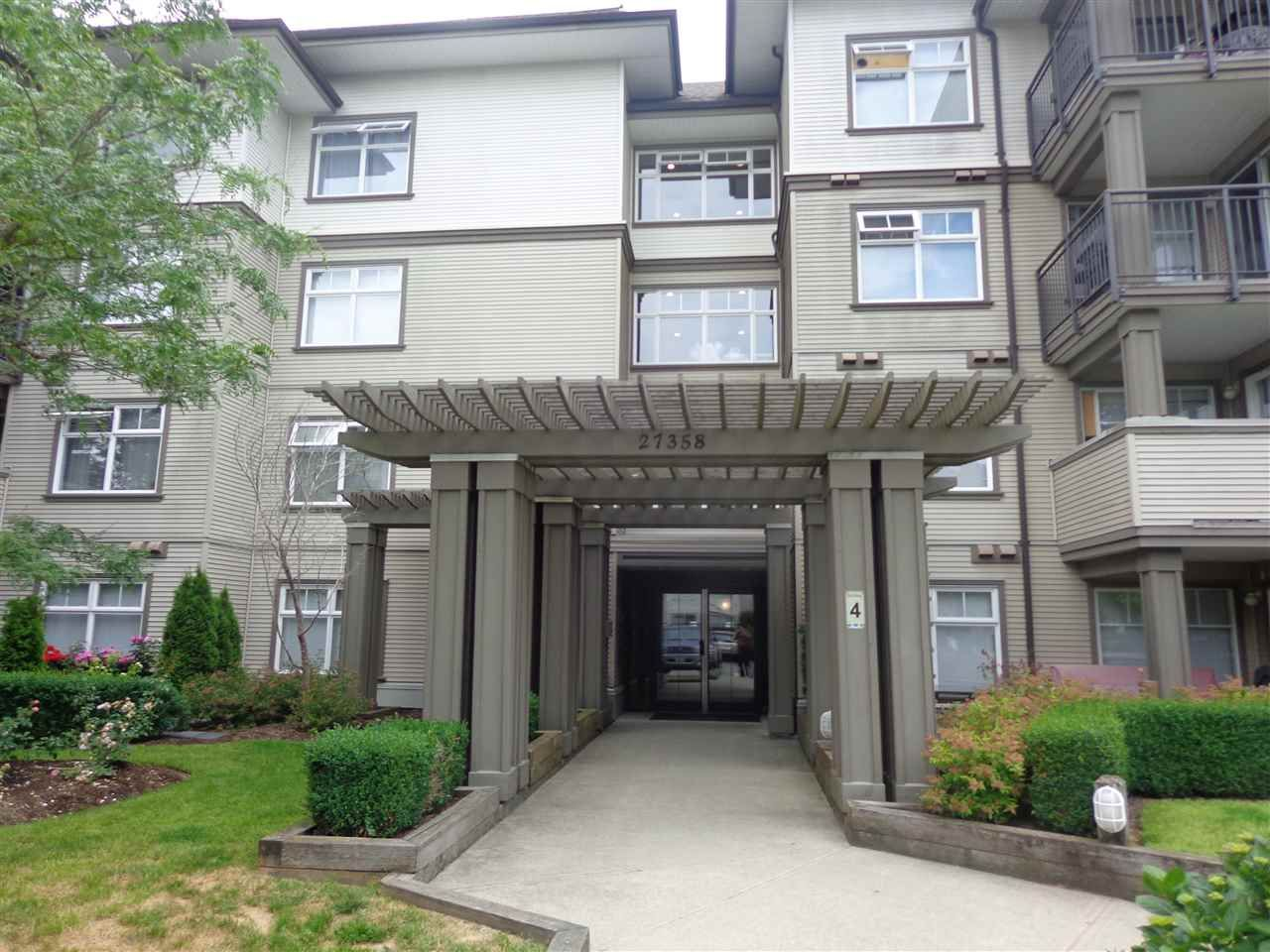 """Main Photo: 240 27358 32 Avenue in Langley: Aldergrove Langley Condo for sale in """"Willowcreek Phase 4"""" : MLS®# R2385454"""