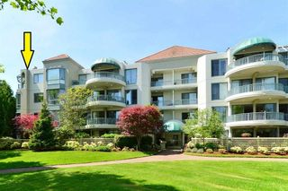 """Main Photo: 402 1705 MARTIN Drive in Surrey: Sunnyside Park Surrey Condo for sale in """"Southwynd"""" (South Surrey White Rock)  : MLS®# R2523059"""