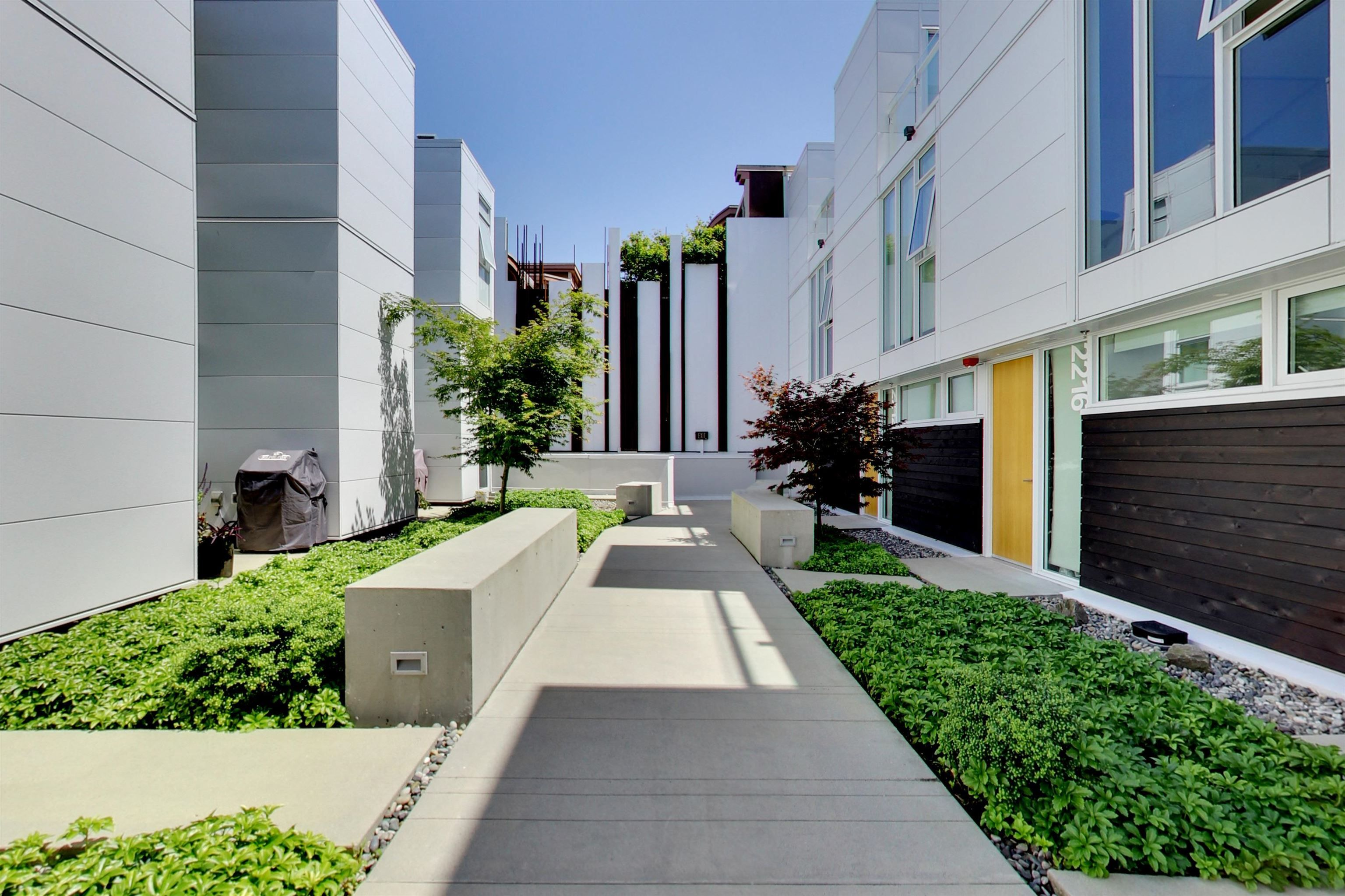 """Main Photo: 758 W 6TH Avenue in Vancouver: Fairview VW Townhouse for sale in """"6TH + STEEL"""" (Vancouver West)  : MLS®# R2625965"""