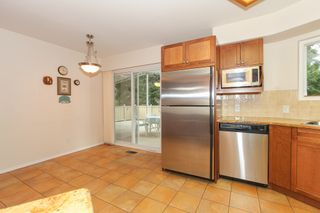 """Photo 8: 6882 YEOVIL Place in Burnaby: Montecito House for sale in """"Montecito"""" (Burnaby North)  : MLS®# V1119163"""