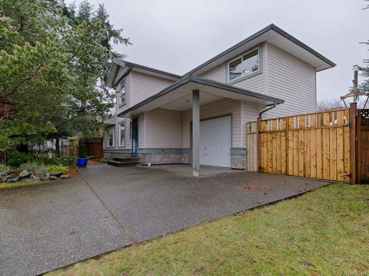 Main Photo: 2134 Galerno Rd in CAMPBELL RIVER: CR Willow Point House for sale (Campbell River)  : MLS®# 777944