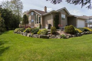"""Photo 1: 41383 DRYDEN Road in Squamish: Brackendale House for sale in """"Eagle Run"""" : MLS®# R2163949"""