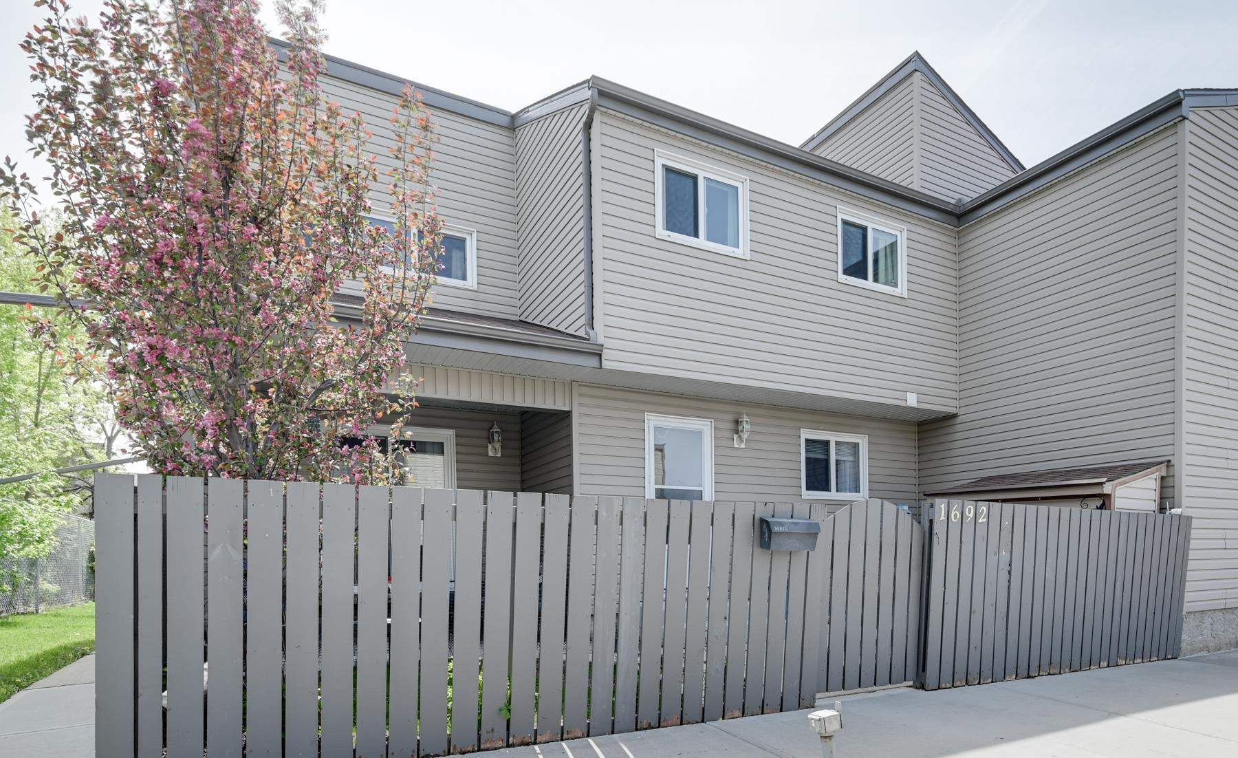 Main Photo: 1692 LAKEWOOD Road S in Edmonton: Zone 29 Townhouse for sale : MLS®# E4248367