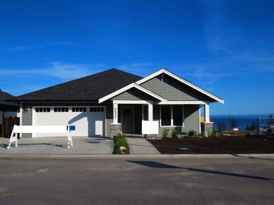 """Main Photo: 5638 KINGBIRD Crescent in Sechelt: Sechelt District House for sale in """"SilverStone Heights Phase2"""" (Sunshine Coast)  : MLS®# R2466064"""