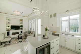 Photo 13: 5805 CULLODEN Street in Vancouver: Knight House for sale (Vancouver East)  : MLS®# R2502667