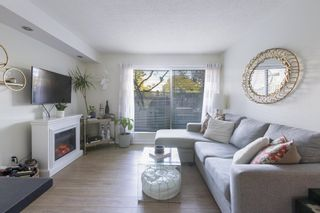 """Photo 1: 101 1990 W 6TH Avenue in Vancouver: Kitsilano Condo for sale in """"Mapleview Place"""" (Vancouver West)  : MLS®# R2625345"""