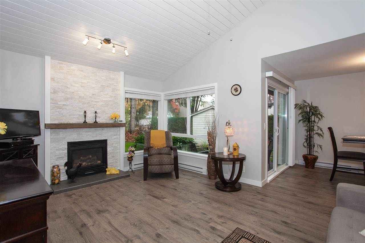 """Main Photo: 6088 W GREENSIDE Drive in Surrey: Cloverdale BC Townhouse for sale in """"Greenside Estates - Cluster 15"""" (Cloverdale)  : MLS®# R2318848"""