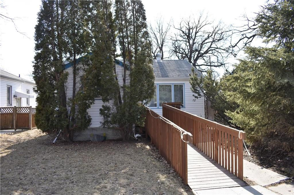 Main Photo: 12 St Thomas Road in Winnipeg: Residential for sale (2D)  : MLS®# 202006977