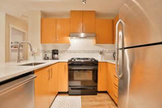 Photo 9: 102 400 KLAHANIE DRIVE in Port Moody: Port Moody Centre Condo for sale : MLS®# R2013966