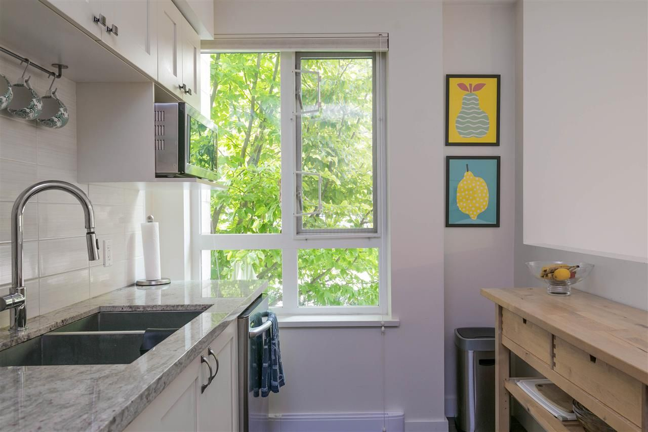 """Photo 7: Photos: 401 E 16TH Avenue in Vancouver: Mount Pleasant VE Condo for sale in """"Sixteen East"""" (Vancouver East)  : MLS®# R2494870"""