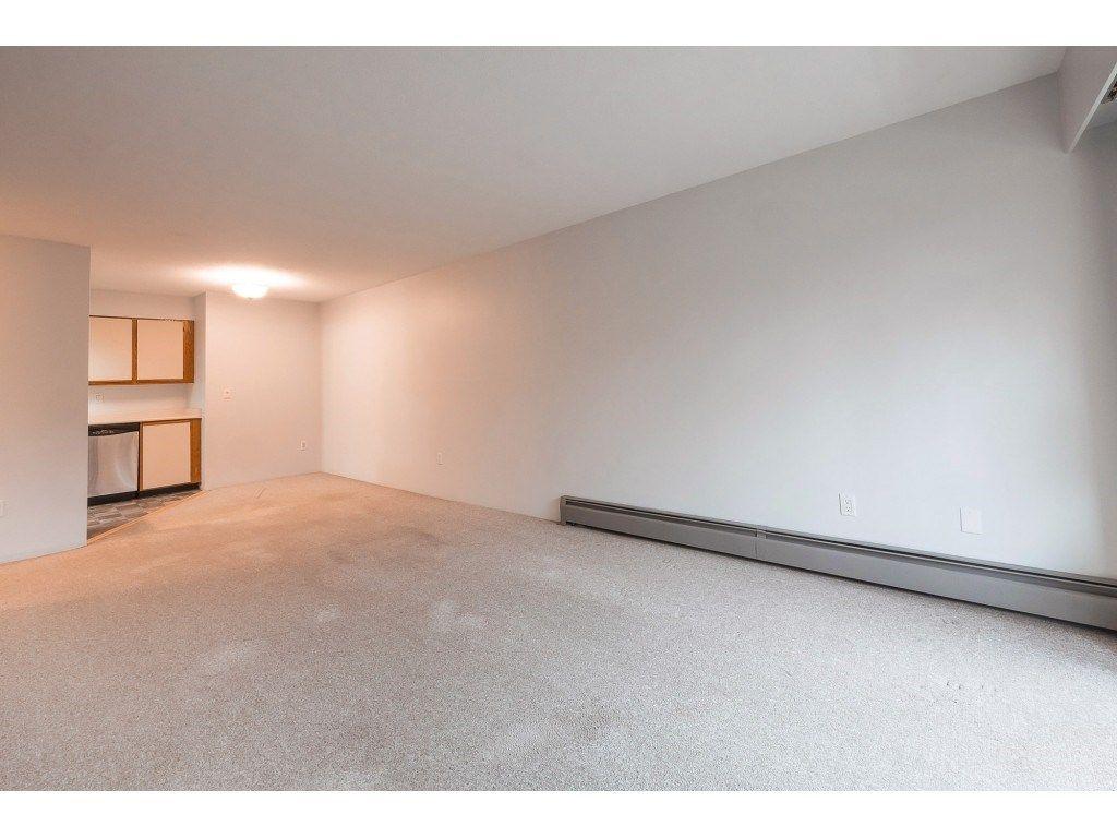 "Photo 11: Photos: 309 2684 MCCALLUM Road in Abbotsford: Central Abbotsford Condo for sale in ""Ridgeview"" : MLS®# R2358265"