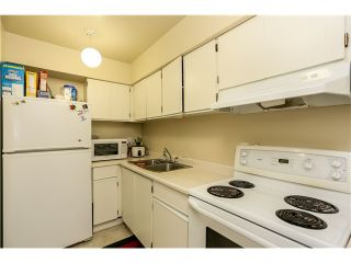 "Photo 7: 10531 HOLLY PARK LN in Surrey: Guildford Townhouse for sale in ""HOLLY PARK"" (North Surrey)  : MLS®# F1404080"