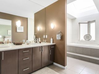 """Photo 12: 8 3750 EDGEMONT Boulevard in North Vancouver: Edgemont Townhouse for sale in """"THE MANOR AT EDGEMONT"""" : MLS®# R2141171"""