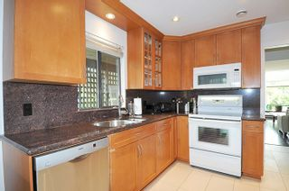 """Photo 7: 5808 MAYVIEW Circle in Burnaby: Burnaby Lake Townhouse for sale in """"ONE ARBOUR LANE"""" (Burnaby South)  : MLS®# R2193982"""