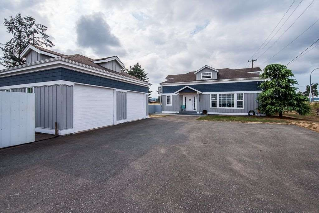 Main Photo: 4382 King George Boulevard in Surrey: House for sale : MLS®# R2300955