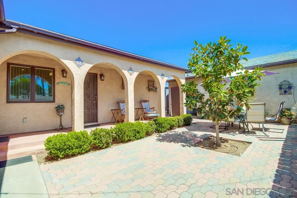 Main Photo: NATIONAL CITY House for sale : 3 bedrooms : 1643 J Ave