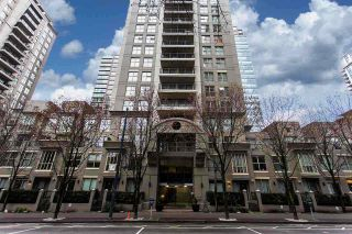 """Photo 3: 1903 969 RICHARDS Street in Vancouver: Downtown VW Condo for sale in """"MONDRIAN II"""" (Vancouver West)  : MLS®# R2026391"""