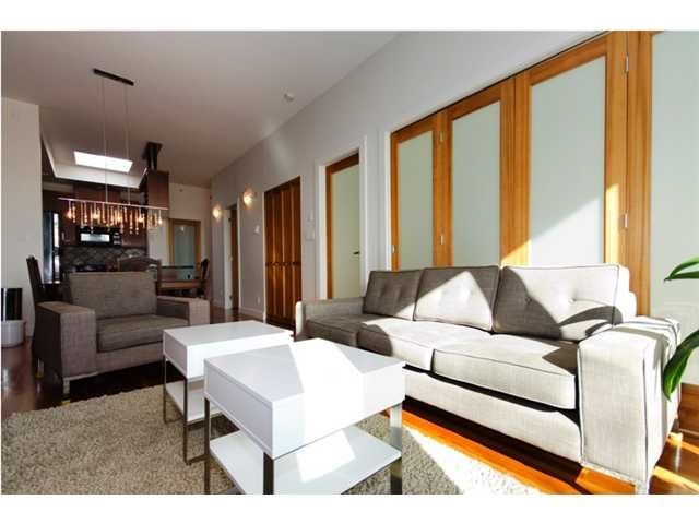 """Main Photo: 401 2515 ONTARIO Street in Vancouver: Mount Pleasant VW Condo for sale in """"ELEMENTS"""" (Vancouver West)  : MLS®# V881721"""