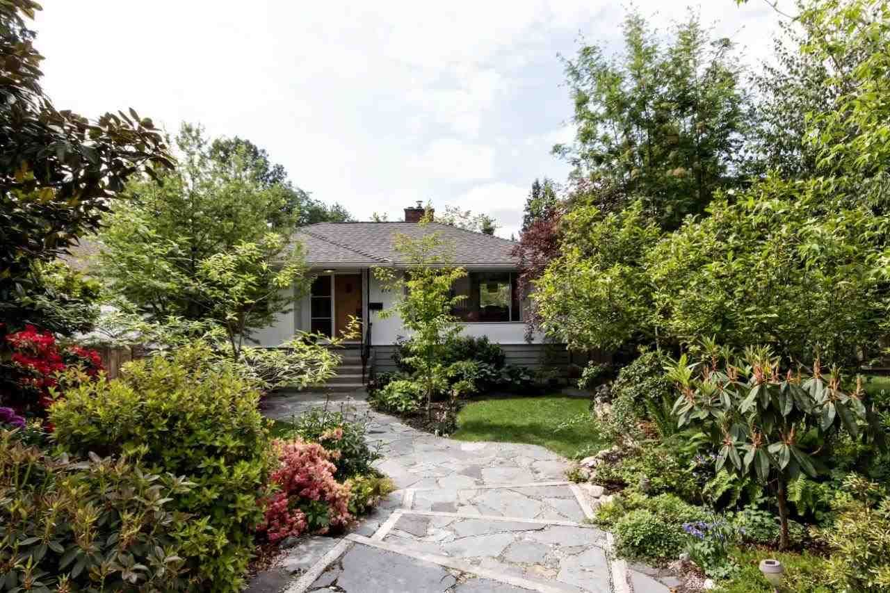 """Photo 25: Photos: 915 E 13TH Street in North Vancouver: Boulevard House for sale in """"Grand Boulevard"""" : MLS®# R2535688"""