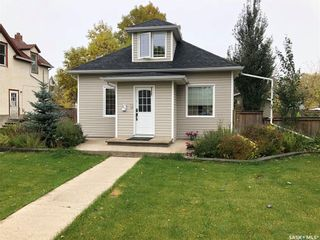 Photo 1: 211 5th Avenue Northwest in Swift Current: North West Residential for sale : MLS®# SK755776