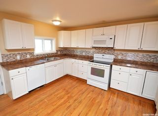 Photo 4: 945 Stadacona Street East in Moose Jaw: Hillcrest MJ Residential for sale : MLS®# SK857131