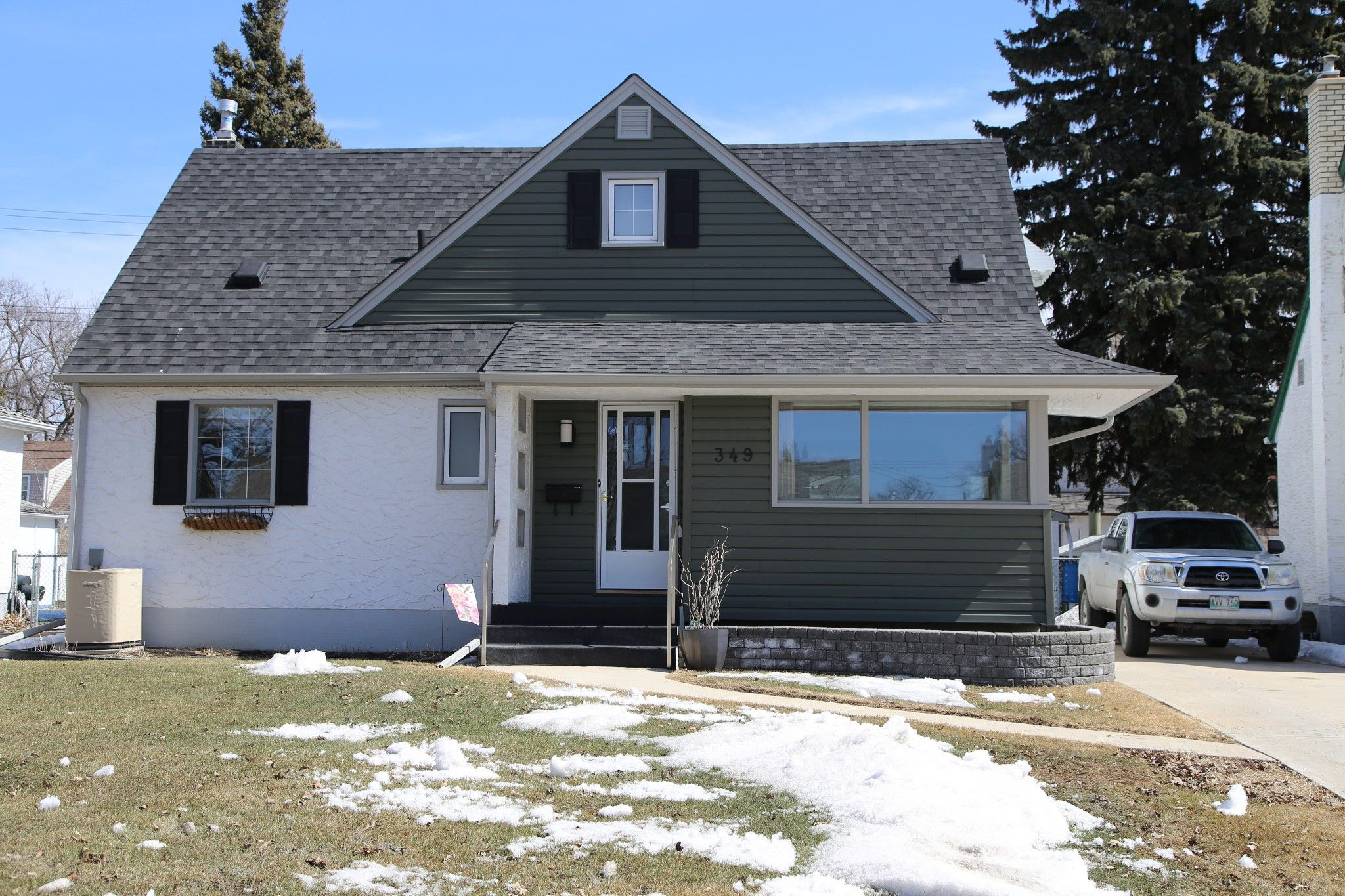 Photo 2: Photos: 349 Guildford Street in Winnipeg: St James Single Family Detached for sale (5E)  : MLS®# 1807654