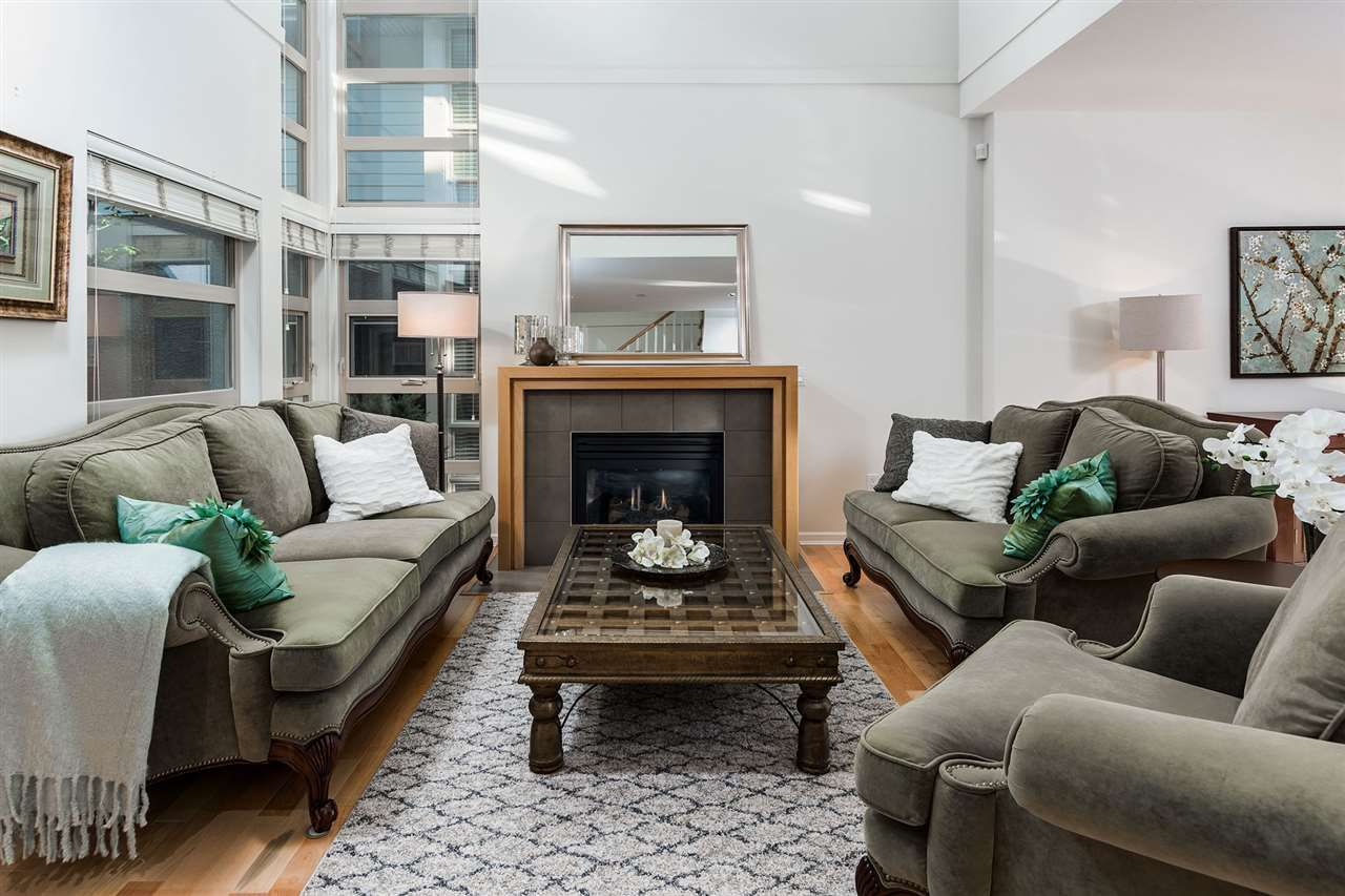 Main Photo: 34 3750 EDGEMONT BOULEVARD in North Vancouver: Edgemont Townhouse for sale : MLS®# R2080035