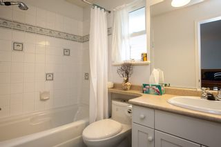 """Photo 19: 8688 207 Street in Langley: Walnut Grove House for sale in """"Discovery Towne"""" : MLS®# R2077292"""
