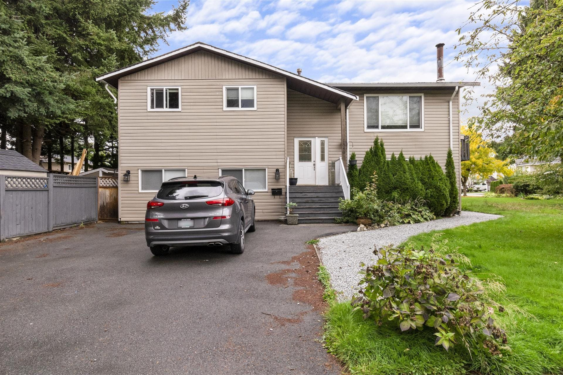 Main Photo: 1849 WARWICK Avenue in Port Coquitlam: Lower Mary Hill House for sale : MLS®# R2623847