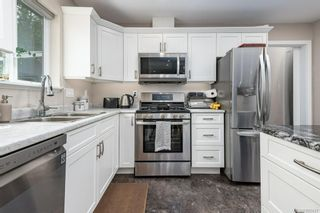Photo 2: 3487 Beachwood Rd in : CV Courtenay City House for sale (Comox Valley)  : MLS®# 885437