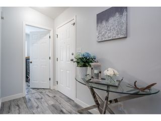 """Photo 4: 186 7790 KING GEORGE Boulevard in Surrey: East Newton Manufactured Home for sale in """"Crispen Bays"""" : MLS®# R2560382"""