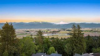 """Photo 2: 36136 WALTER Road in Abbotsford: Abbotsford East House for sale in """"Regal Park Estates"""" : MLS®# R2587826"""