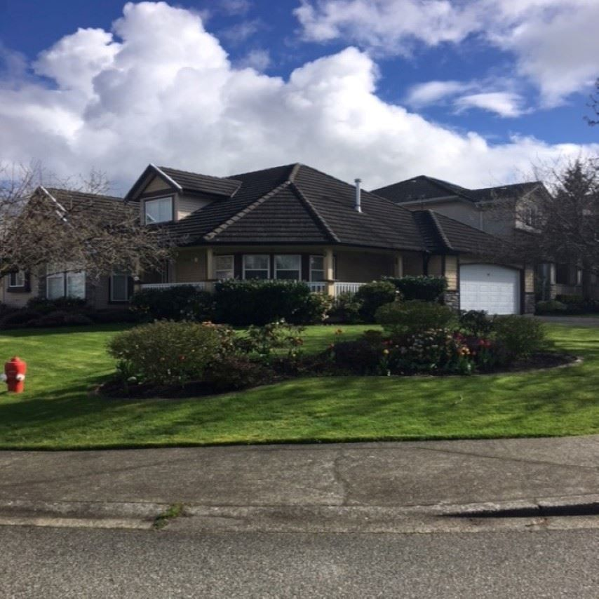"Main Photo: 8510 211A Street in Langley: Walnut Grove House for sale in ""Walnut Grove"" : MLS®# R2163620"