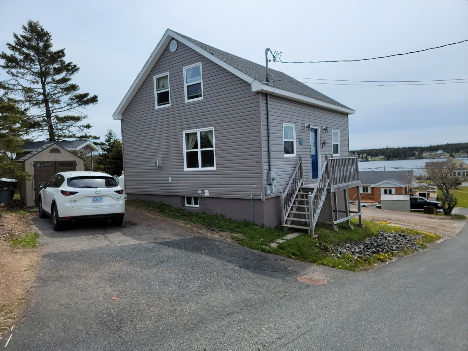 Main Photo: 10 Beatrice Street in Louisbourg: 206-Louisbourg Residential for sale (Cape Breton)  : MLS®# 202113603