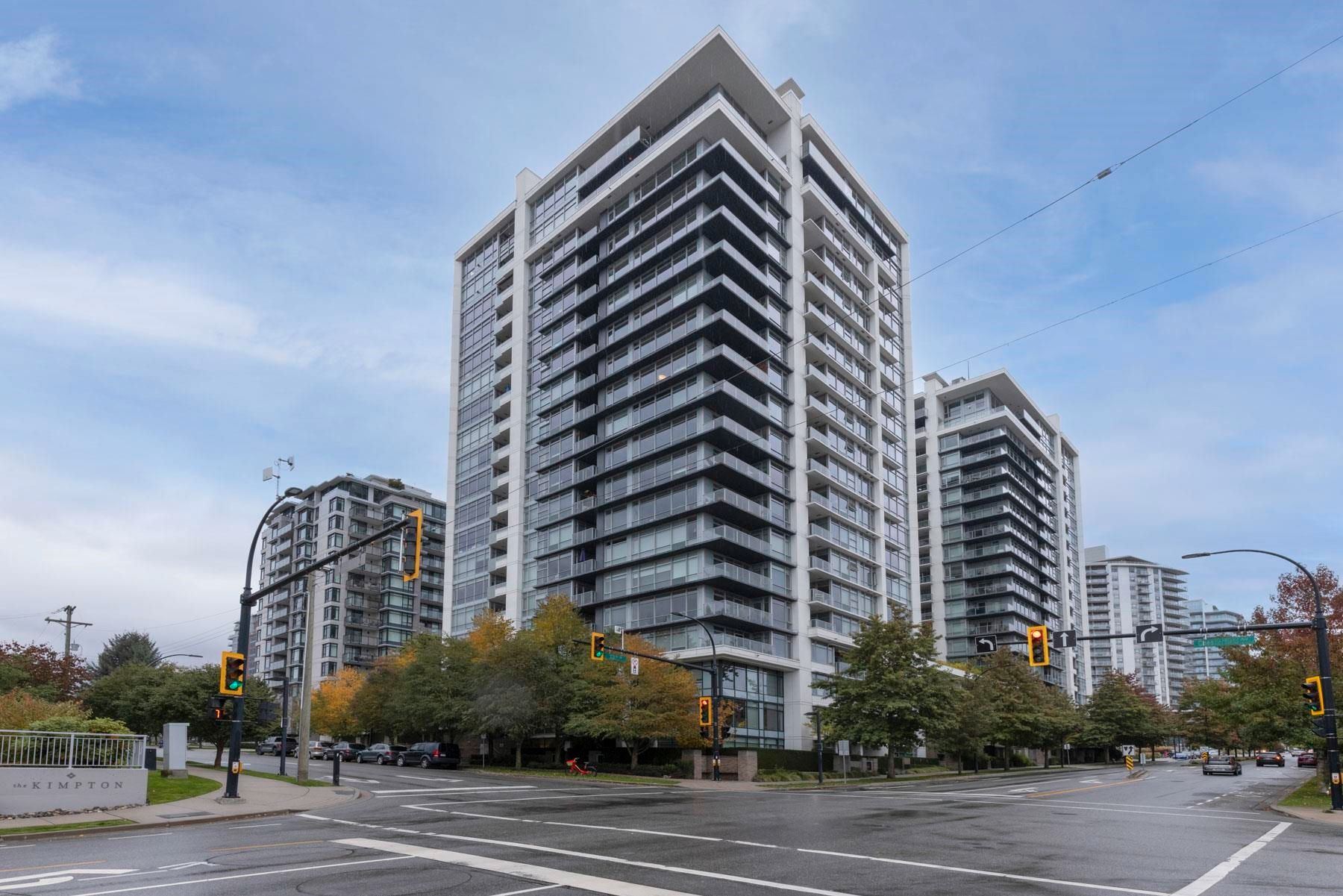 """Main Photo: 1008 1320 CHESTERFIELD Avenue in North Vancouver: Central Lonsdale Condo for sale in """"Vista Place"""" : MLS®# R2625569"""