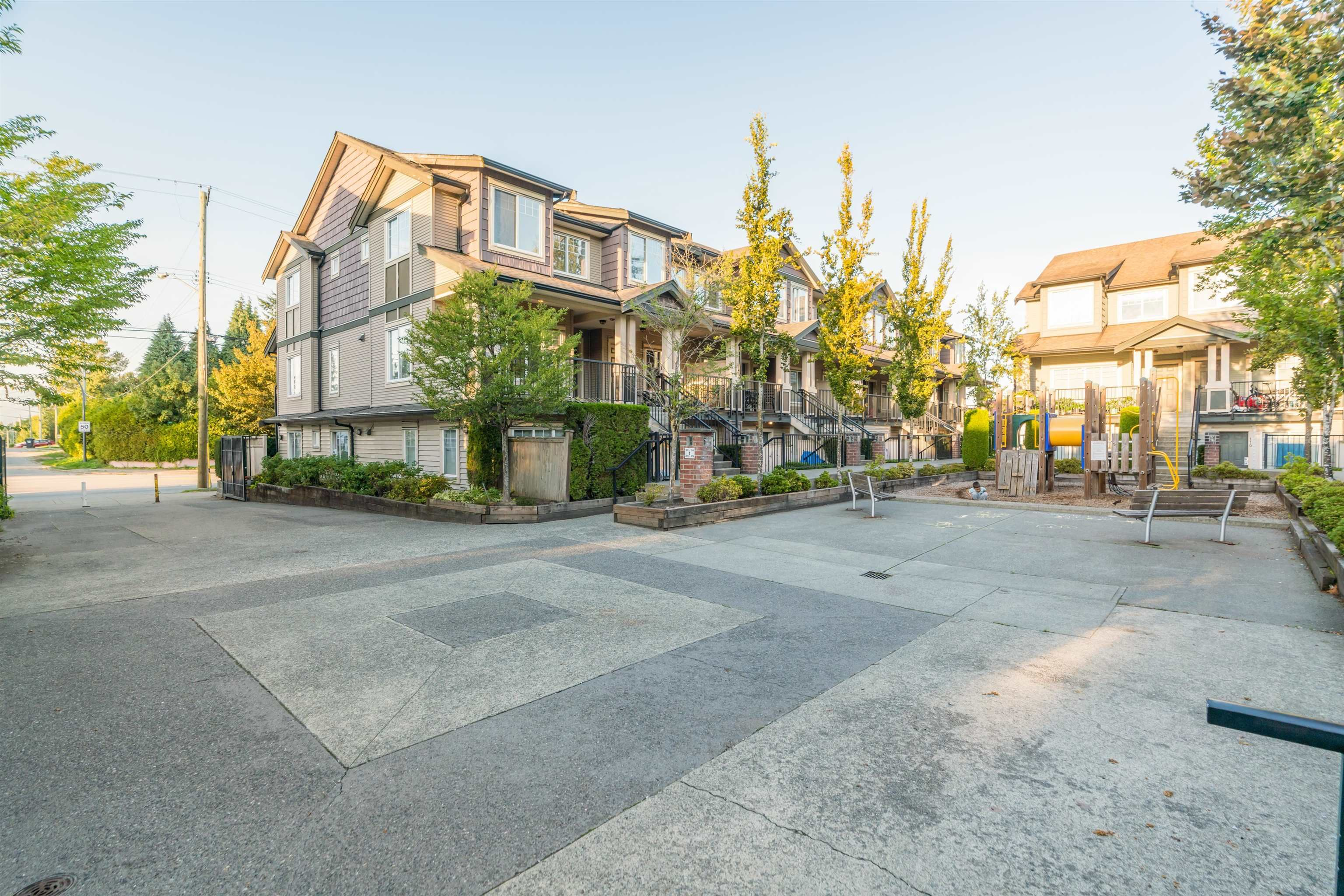 """Main Photo: 220 13958 108 Avenue in Surrey: Whalley Townhouse for sale in """"AURA 3"""" (North Surrey)  : MLS®# R2622294"""