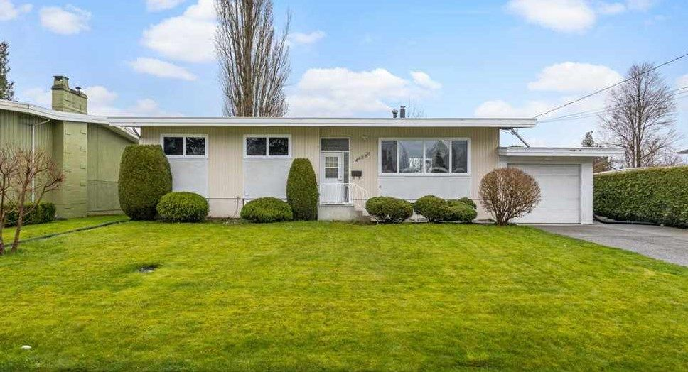 Main Photo: 46080 CAMROSE Avenue: House for sale in Chilliwack: MLS®# R2562668
