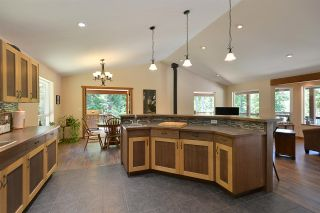 Photo 5: 6139 REEVES Road in Sechelt: Sechelt District House for sale (Sunshine Coast)  : MLS®# R2553170