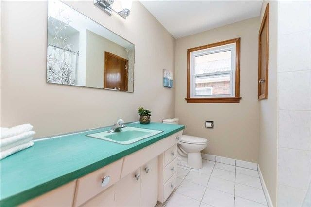 Photo 7: Photos: 304 Jackson Avenue in Oshawa: Central House (Bungalow) for sale : MLS®# E3997976