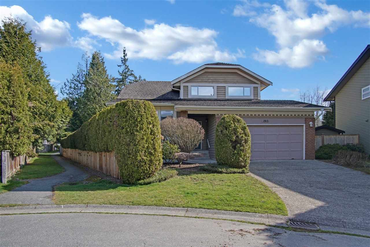 Main Photo: 1912 148A Street in Surrey: Sunnyside Park Surrey House for sale (South Surrey White Rock)  : MLS®# R2600842