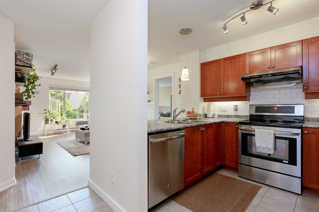 """Photo 2: Photos: 304 625 PARK Crescent in New Westminster: GlenBrooke North Condo for sale in """"WESTHAVEN"""" : MLS®# R2189118"""