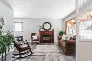 Photo 4: 21 WHITE OAK Crescent SW in Calgary: Wildwood Detached for sale : MLS®# A1026011