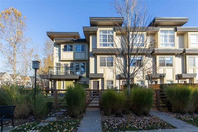 Main Photo: : Townhouse for sale : MLS®# R2416281